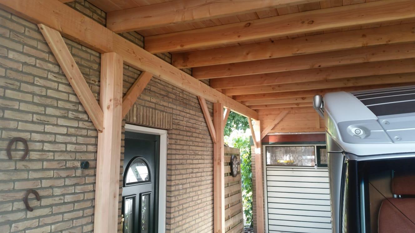 dit is nodig om voldoende stevigheid te krijgen en het dak lekvrij te kunnen afwerken het douglas hout geeft een warme uitstraling en past eigenlijk in