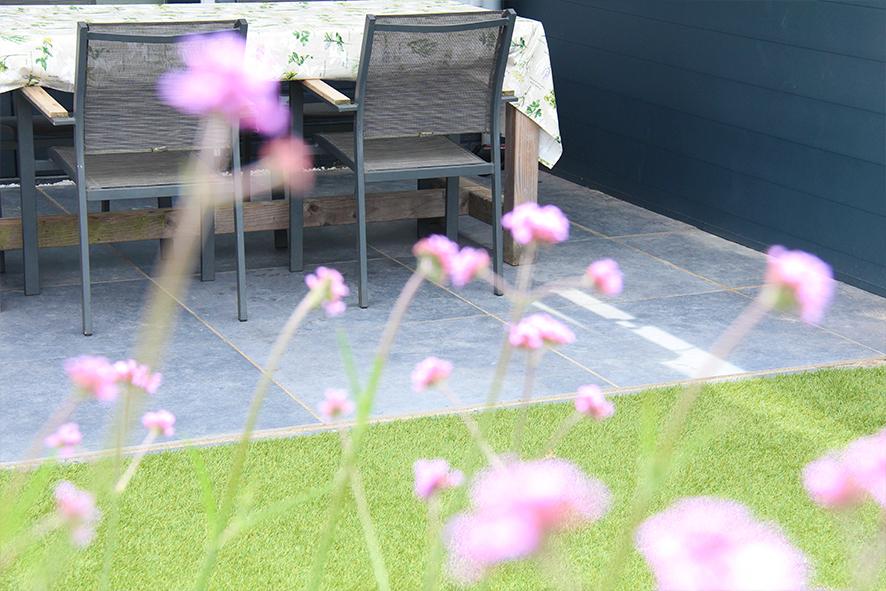 Een tuin met een goed watermanagement van Van Laar Bestratingen