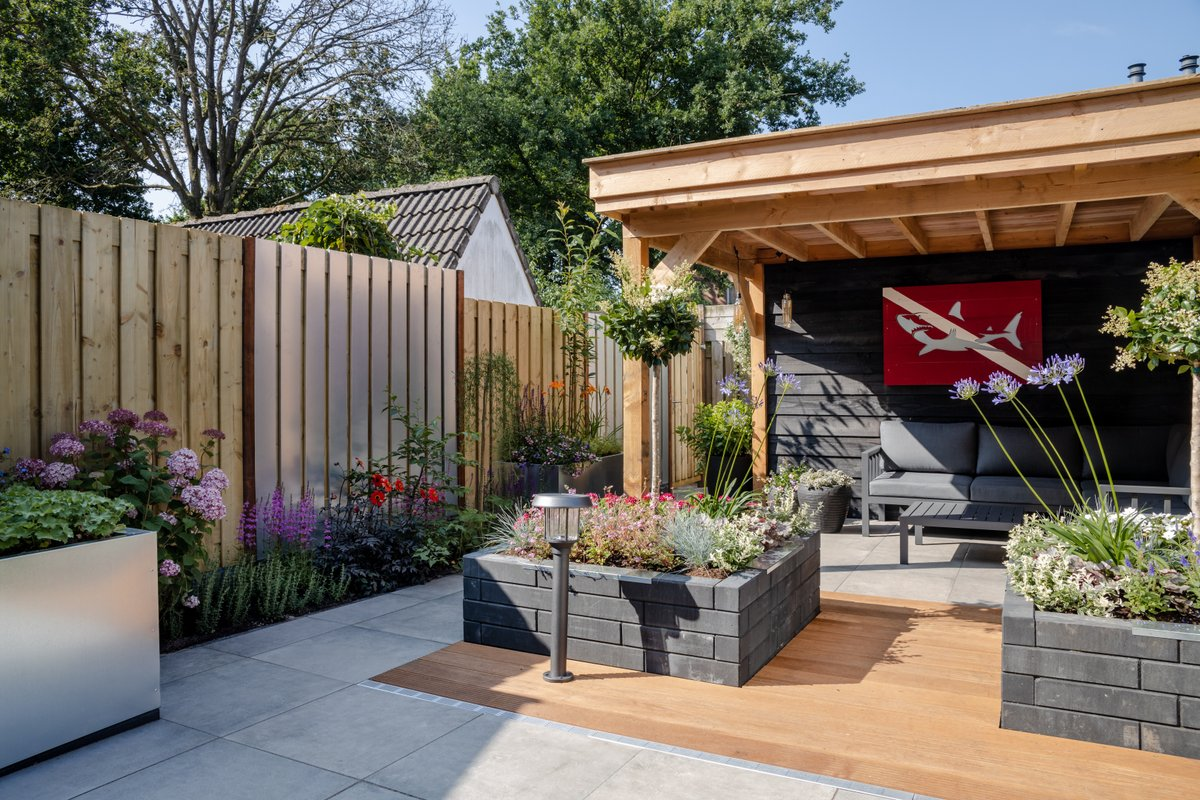De Grote Tuinverbouwing Seizoen 4 afl. 1 - Een strakke tuin in Bennkom