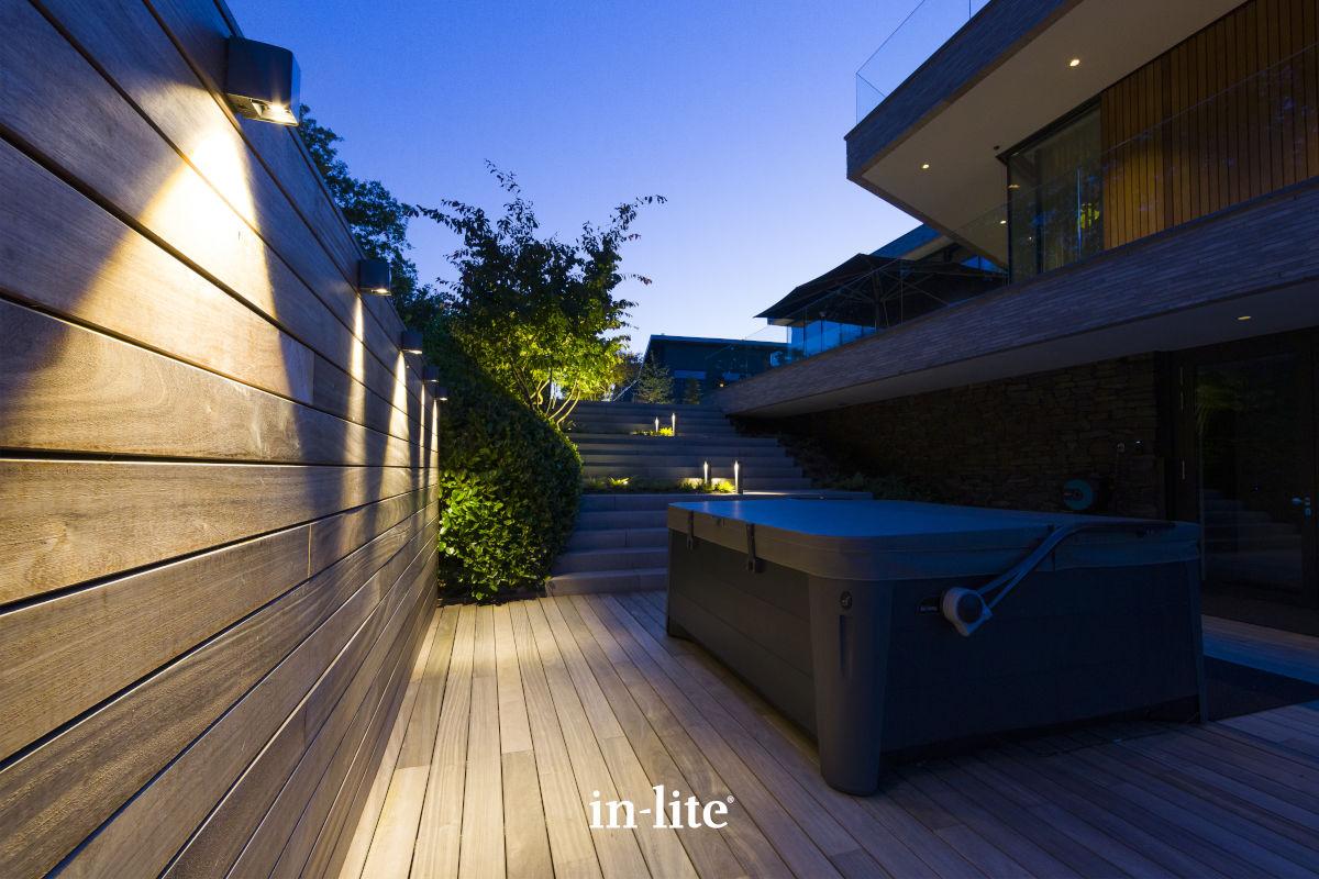 Tuinverlichting van In-Lite aan jouw schutting of tuinmuur